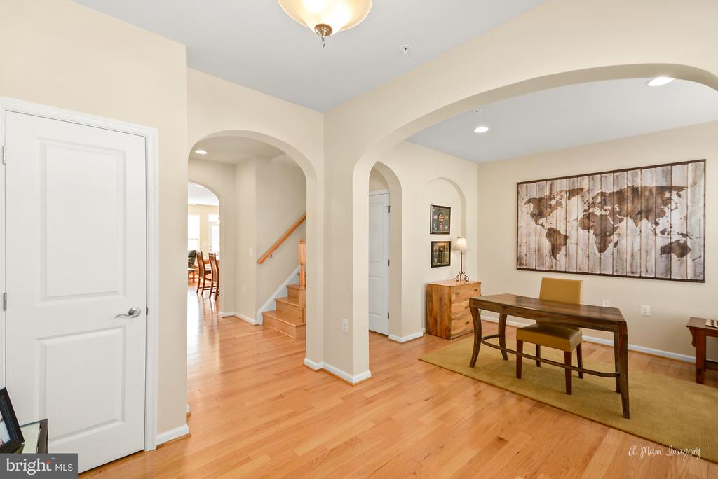 Large entry foyer - 3029 STONERS FORD WAY, FREDERICK