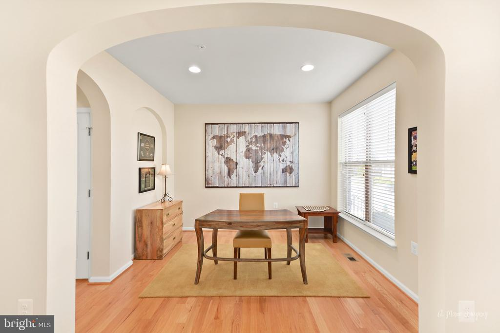 Beautiful archways and gleaming hardwood floors - 3029 STONERS FORD WAY, FREDERICK