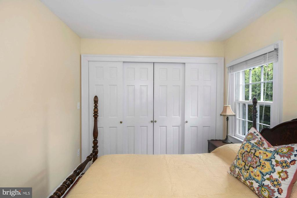 This BR offers a wall of closets w/sliding doors - 223 N ROYAL ST, ALEXANDRIA