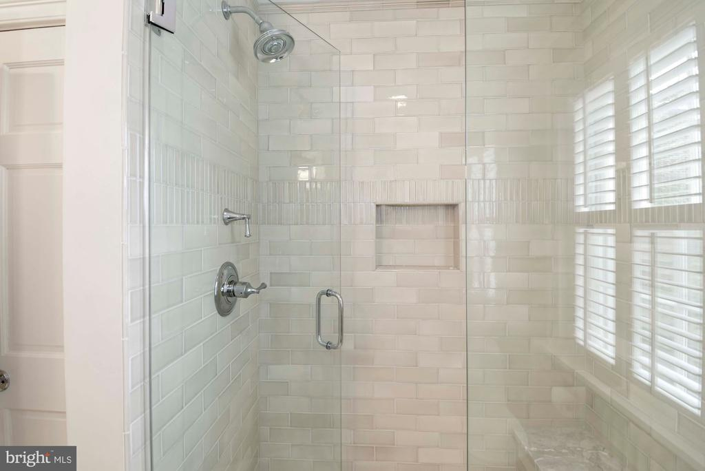 Delightful seamless glass shower with neutral tile - 223 N ROYAL ST, ALEXANDRIA