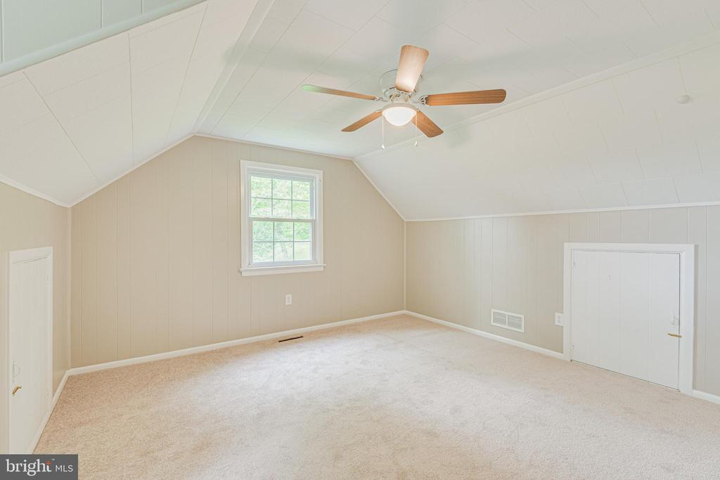Spacious upper level bedroom 1 - 4510 TIMBERY DR, JEFFERSON