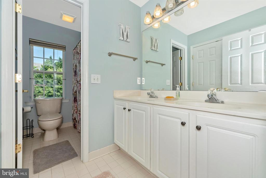 Hall bath - 3656 BYRON CIR, FREDERICK