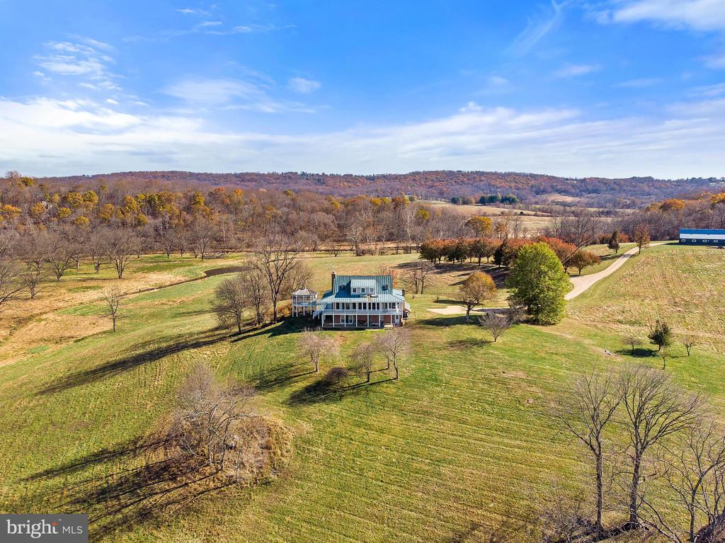An outdoor lover's paradise - 19745 SHELBURNE GLEBE RD, PURCELLVILLE
