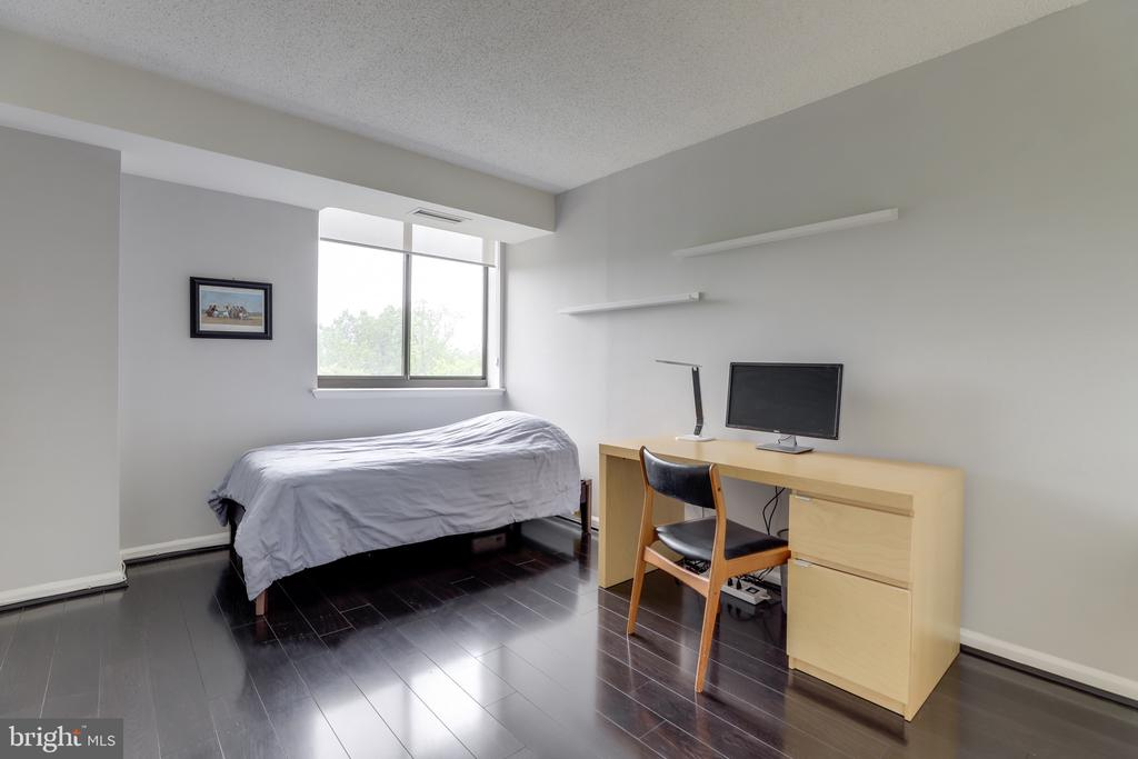 Guest/2nd bedroom. - 2230 GEORGE C MARSHALL DR #827, FALLS CHURCH