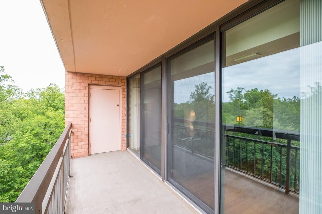 Perfect for entertaining. - 2230 GEORGE C MARSHALL DR #827, FALLS CHURCH