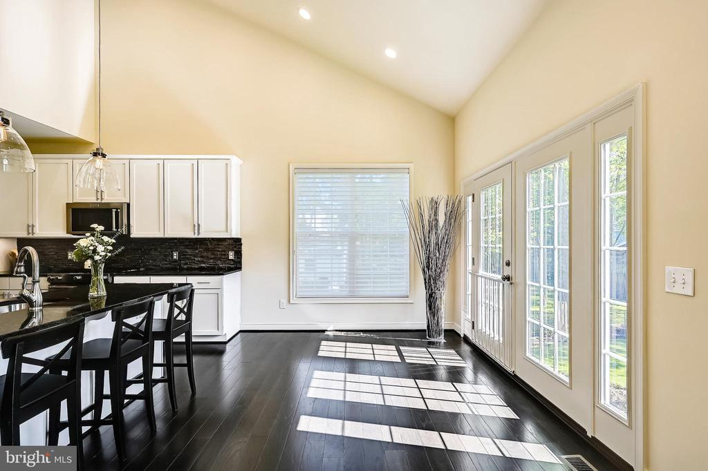 Bright spacious breakfast nook - 3428 COHASSET AVE, ANNAPOLIS