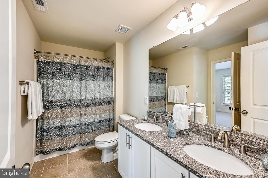 Upper level full bath with dial sinks - 3428 COHASSET AVE, ANNAPOLIS