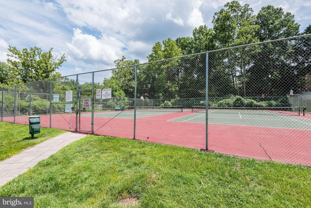 Tennis anyone? All you need is your racquet! - 10201 GROSVENOR PL #1701, NORTH BETHESDA