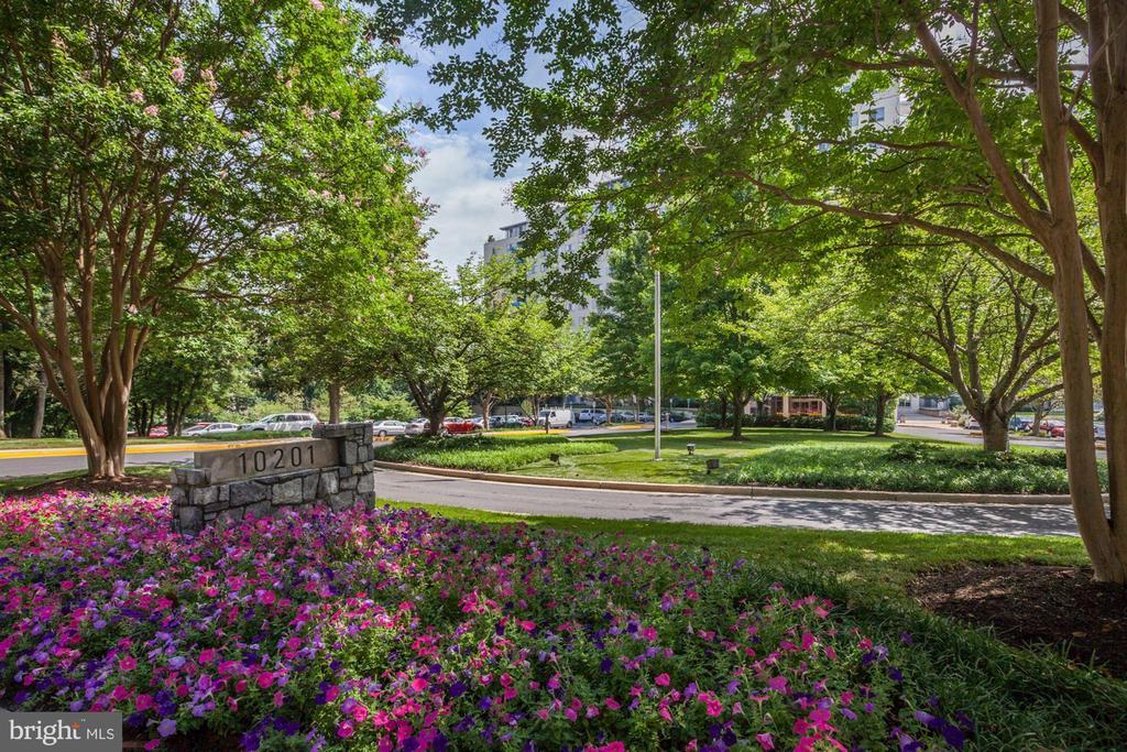Enjoy beautiful landscaping all year round! - 10201 GROSVENOR PL #1701, NORTH BETHESDA