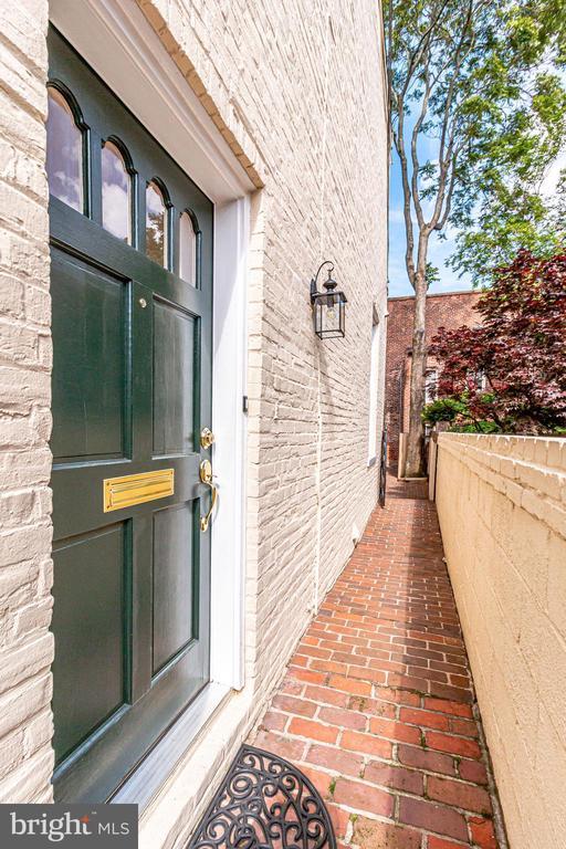 Main entrance door. - 116 S PITT ST, ALEXANDRIA