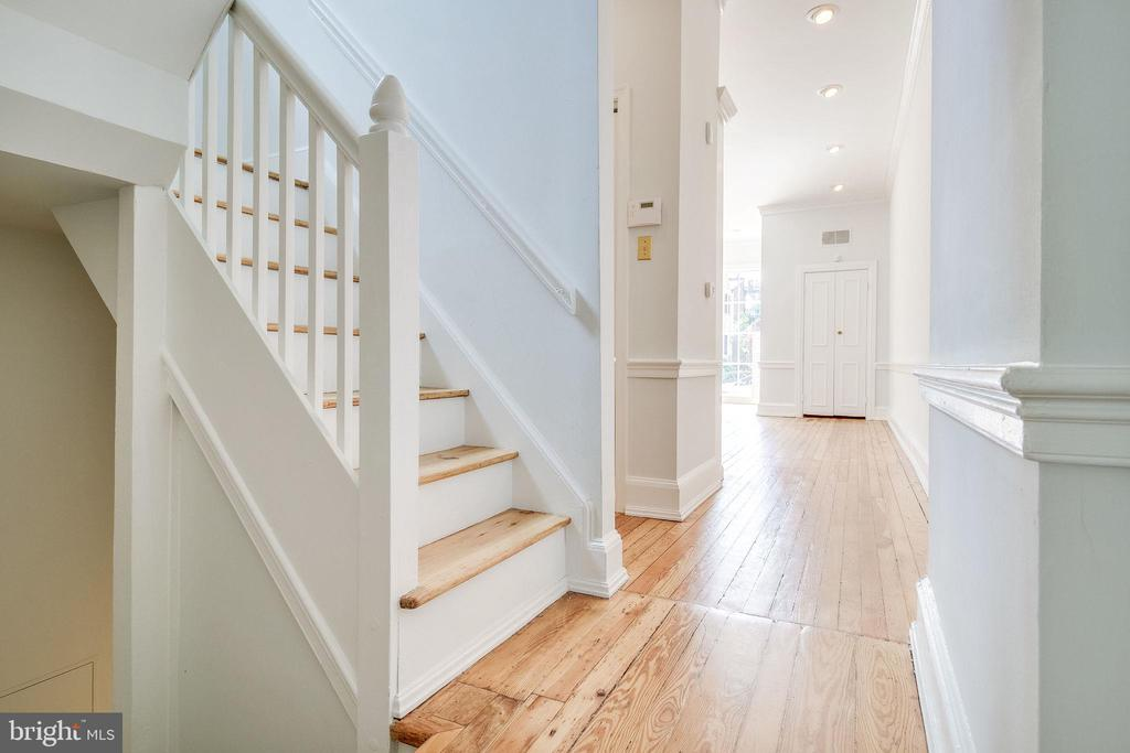 Staircase to upper and lower levels. - 116 S PITT ST, ALEXANDRIA