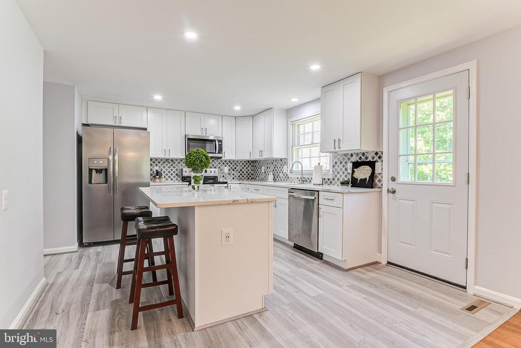 Renovated Kitchen - 19029 THRESHING PL, GAITHERSBURG