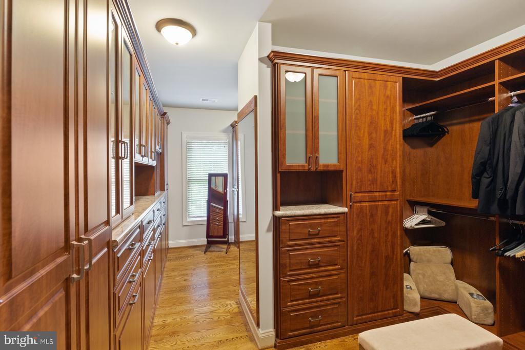 Master Bedroom Walk-In-Closet - 3722 HIGHLAND PL, FAIRFAX