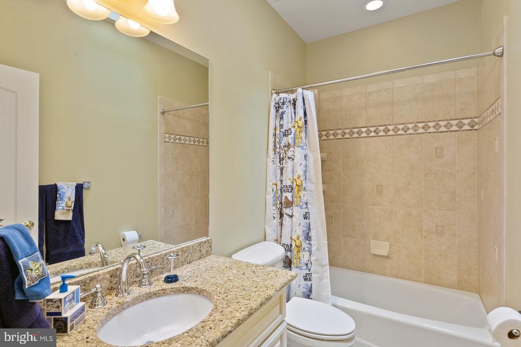 Bedroom #3 Full Bathroom - 3722 HIGHLAND PL, FAIRFAX