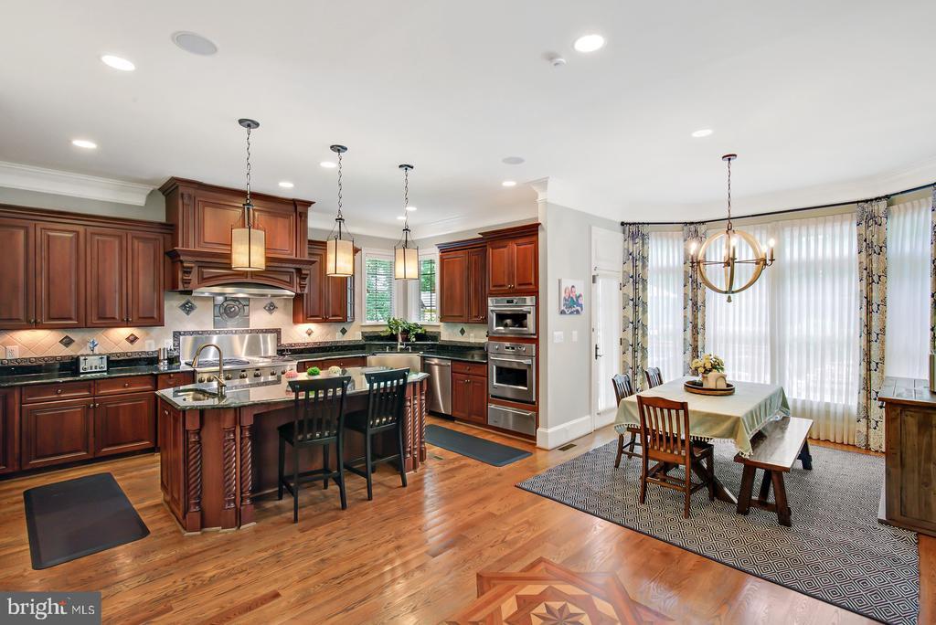 Gourmet Kitchen & Breakfast Area - 3722 HIGHLAND PL, FAIRFAX