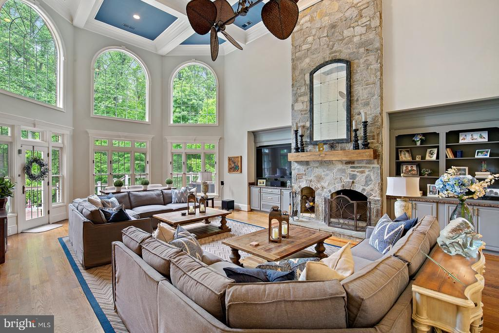 Two Story Family Room With Fireplace - 3722 HIGHLAND PL, FAIRFAX