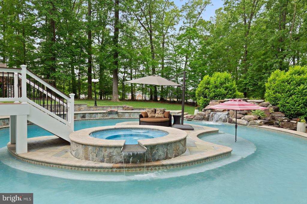 Hot Tub/Spa, Island, Pool & Water Fall - 3722 HIGHLAND PL, FAIRFAX