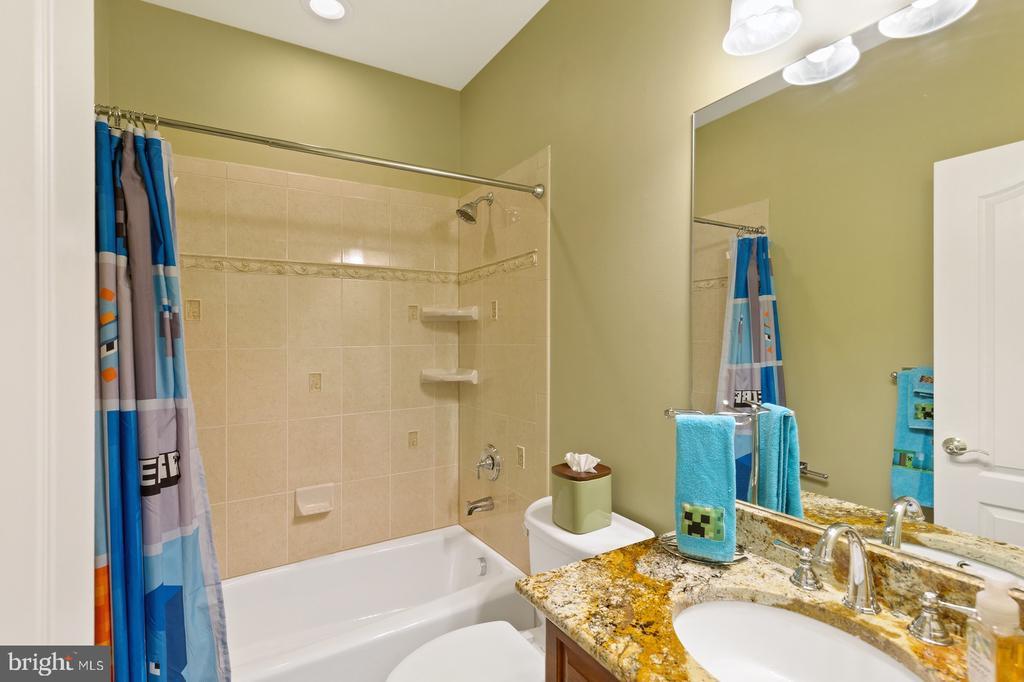 Bedroom #1 Full Bathroom - 3722 HIGHLAND PL, FAIRFAX