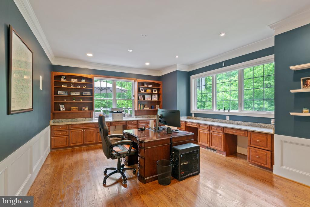 Office With Built In Cabinets & Shelves - 3722 HIGHLAND PL, FAIRFAX
