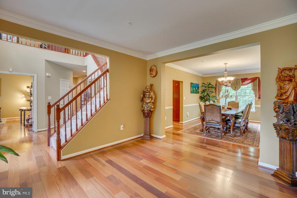 Entry/ sitting room - 147 SANFORD FERRY CT, FREDERICKSBURG