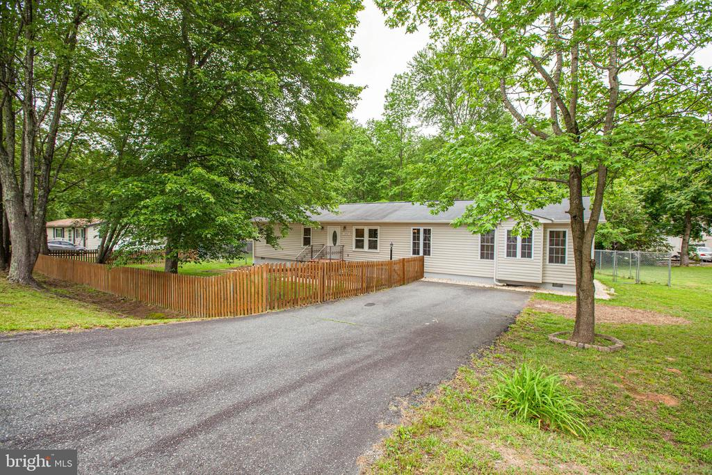 Close to shopping, commuter lots AND NO HOA!!! - 10905 DEERFIELD DR, FREDERICKSBURG