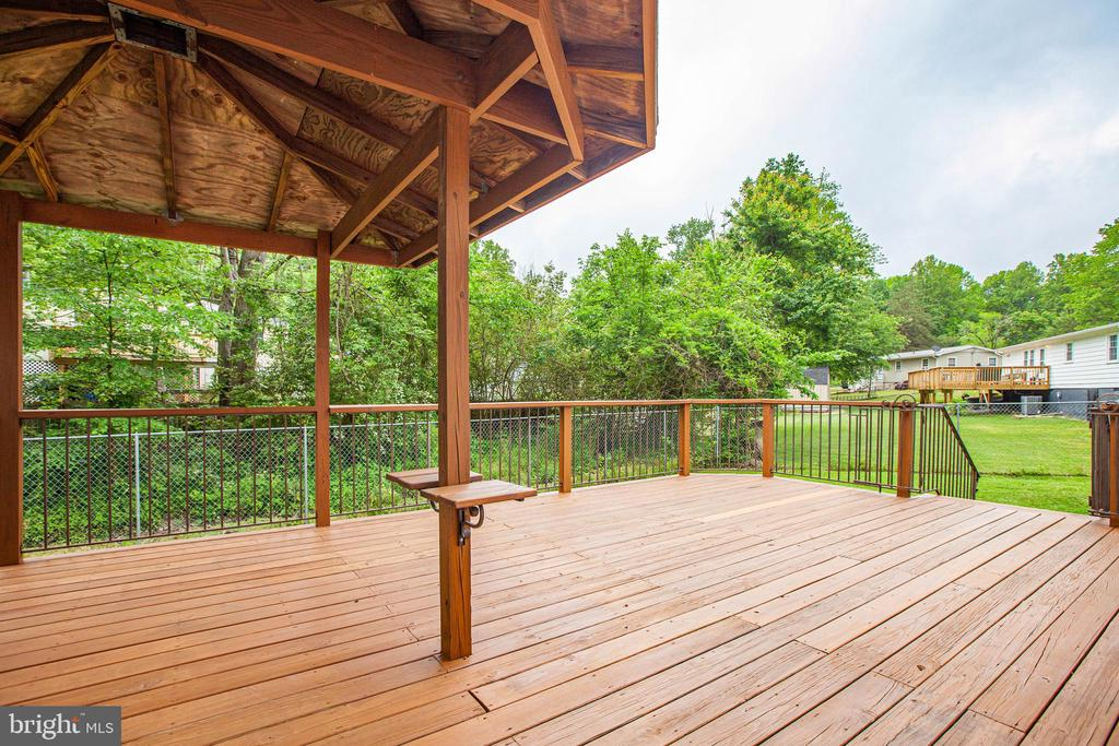 Relax under the roof or enjoy the sunshine - 10905 DEERFIELD DR, FREDERICKSBURG