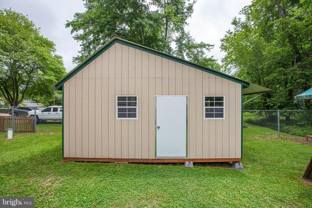 Huge shed can store lots of items or equipment - 10905 DEERFIELD DR, FREDERICKSBURG