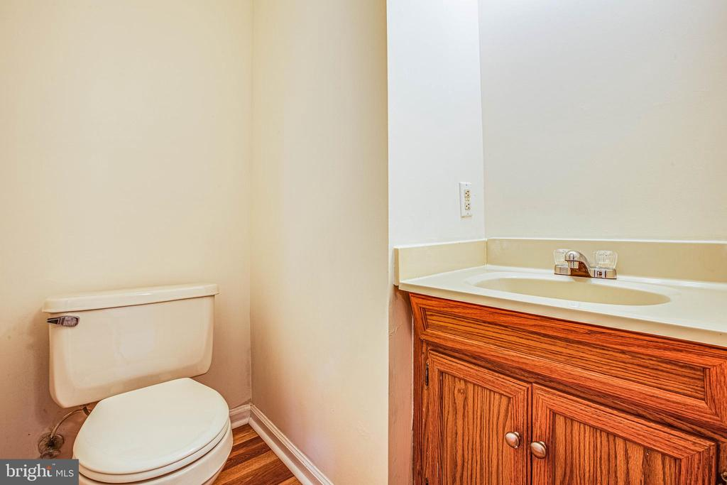 Bedroom 3's convenient half bath - 10905 DEERFIELD DR, FREDERICKSBURG