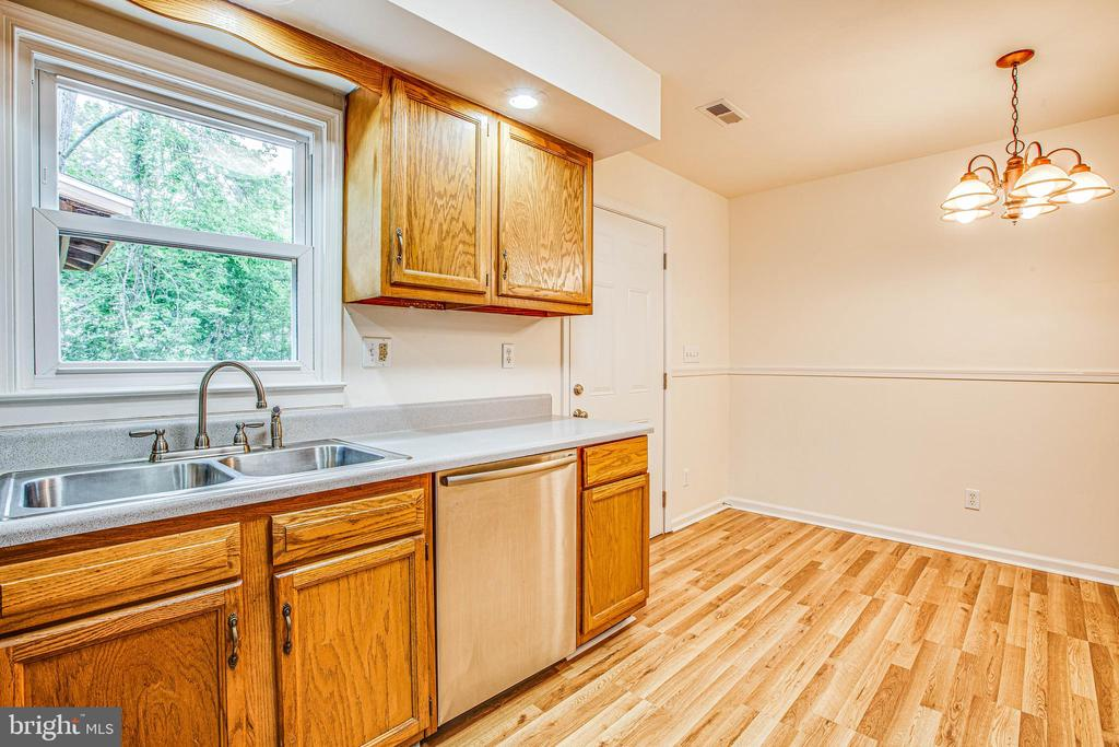 Place for a table to eat in the kitchen - 10905 DEERFIELD DR, FREDERICKSBURG
