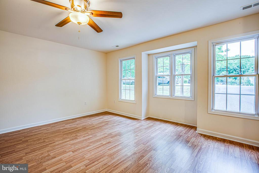 Delightful box bay window in the master bedroom - 10905 DEERFIELD DR, FREDERICKSBURG