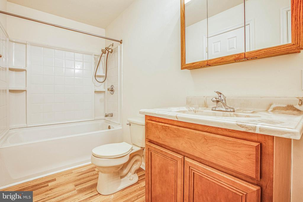 Full bath adjoining bedroom 2 - 10905 DEERFIELD DR, FREDERICKSBURG