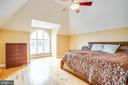 Bedroom #2 upstairs with beautiful window - 9649 LOGAN HEIGHTS CIR, SPOTSYLVANIA