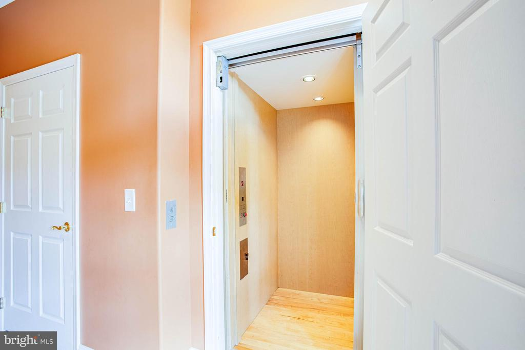Elevator entrance on 1st floor - 9649 LOGAN HEIGHTS CIR, SPOTSYLVANIA