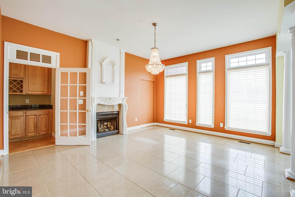 Dining room with fireplace - 9649 LOGAN HEIGHTS CIR, SPOTSYLVANIA