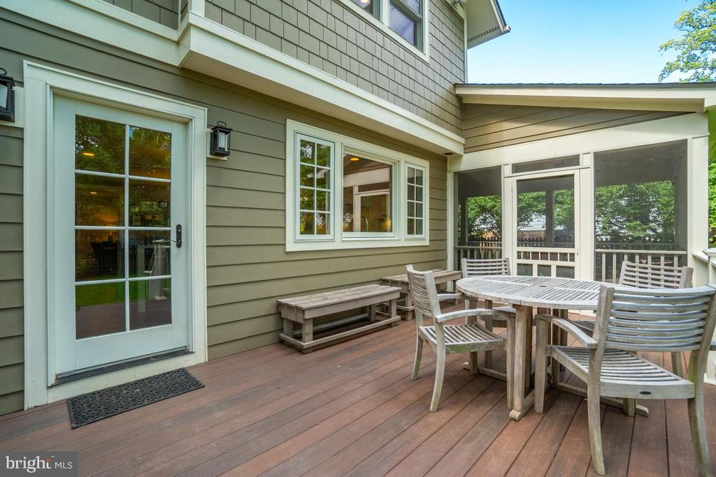 Deck is off the kitchen and the screened-in porch - 5000 27TH ST N, ARLINGTON