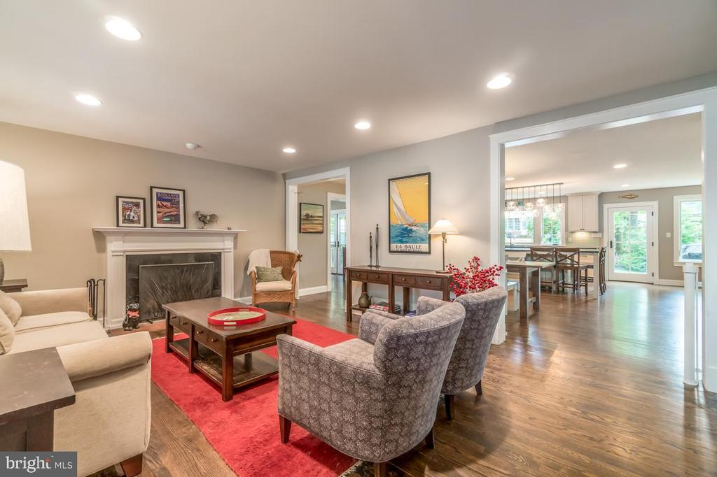 Living Room with Cozy wood-burning fireplace - 5000 27TH ST N, ARLINGTON
