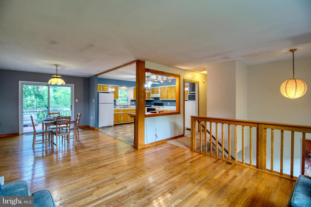Wide open floor plan! - 19355 YOUNGS CLIFF RD, STERLING