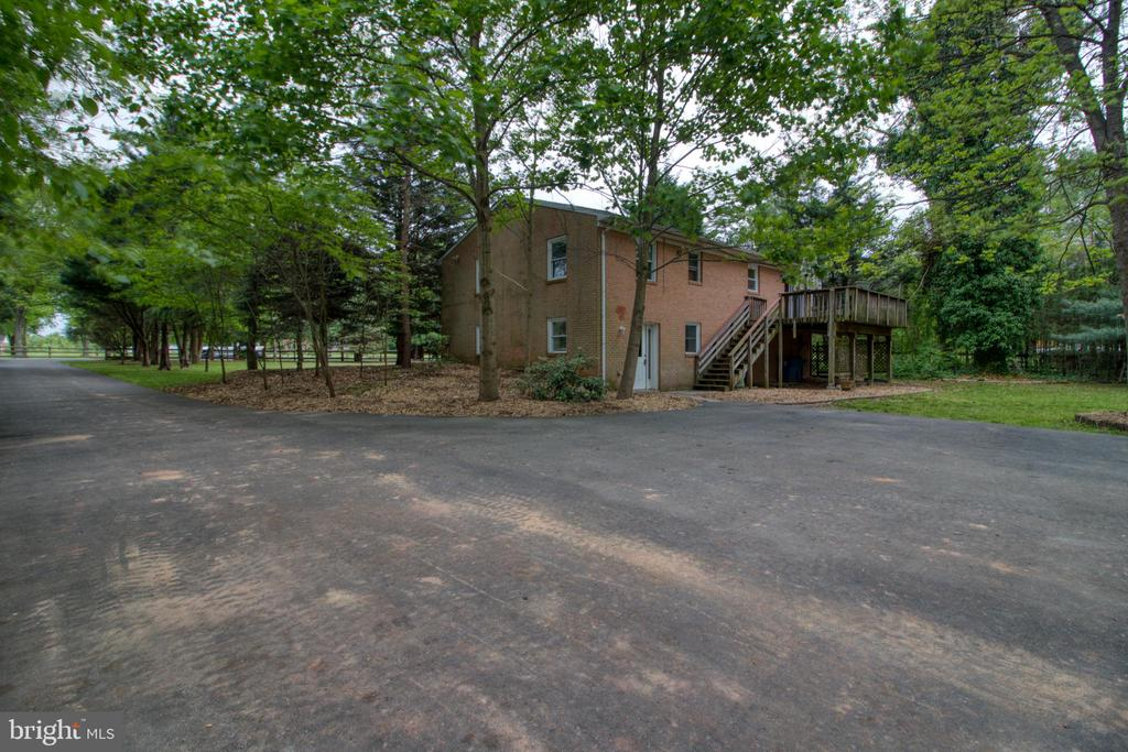 Ample parking space! - 19355 YOUNGS CLIFF RD, STERLING