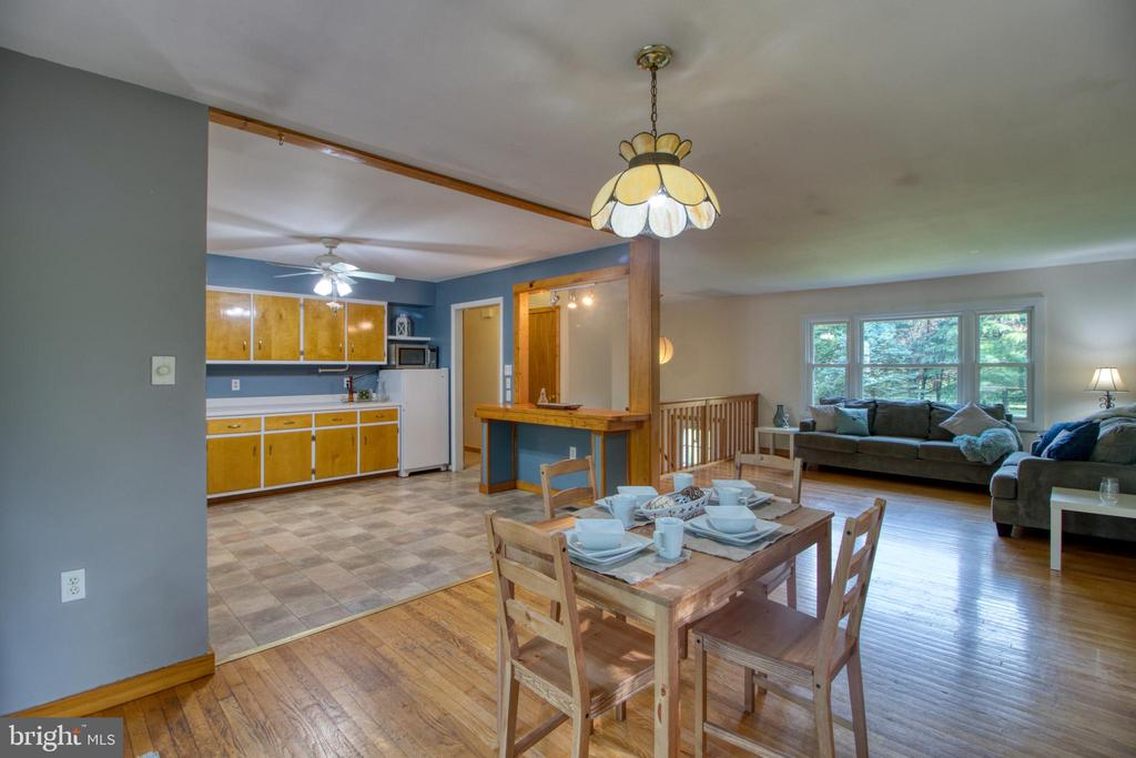 Dining area off spacious kitchen! - 19355 YOUNGS CLIFF RD, STERLING
