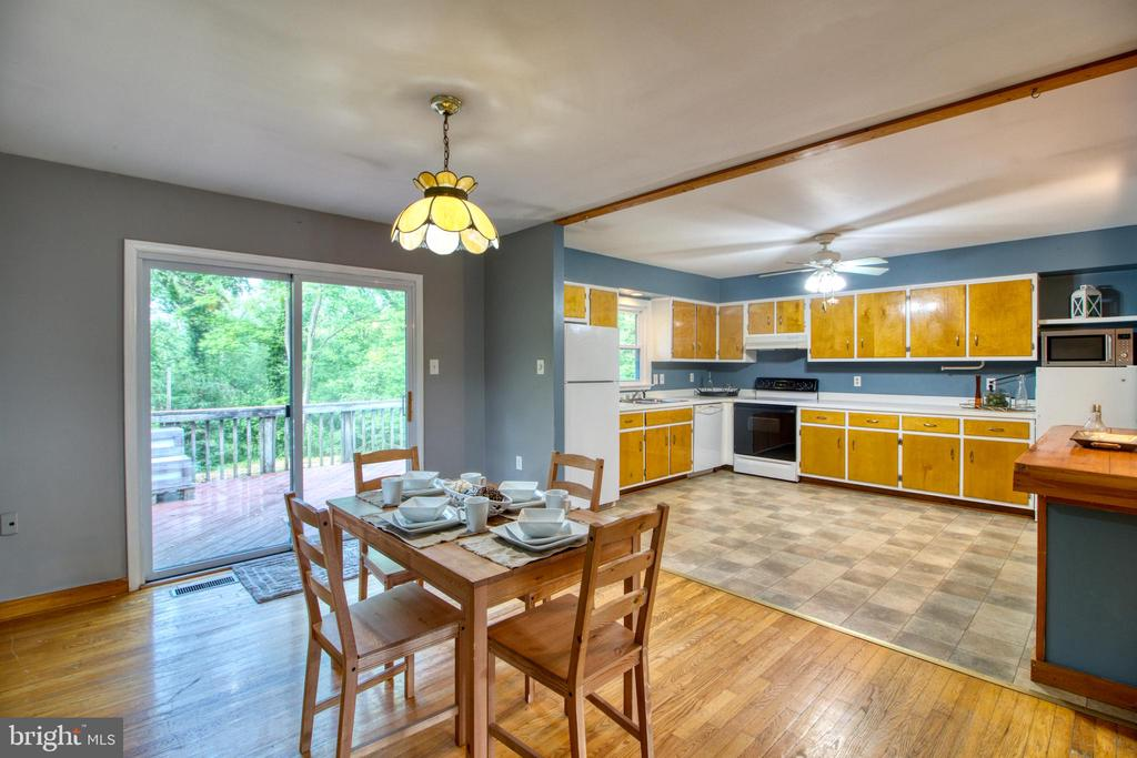 Sliding glass door to the deck and backyard! - 19355 YOUNGS CLIFF RD, STERLING