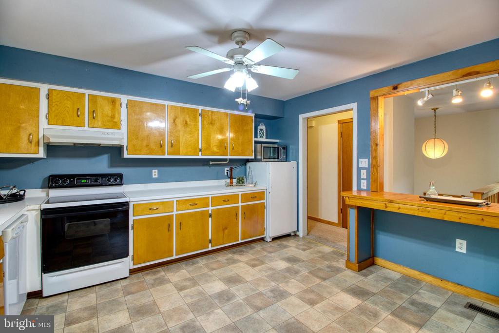 Bring your own decorating touches! - 19355 YOUNGS CLIFF RD, STERLING