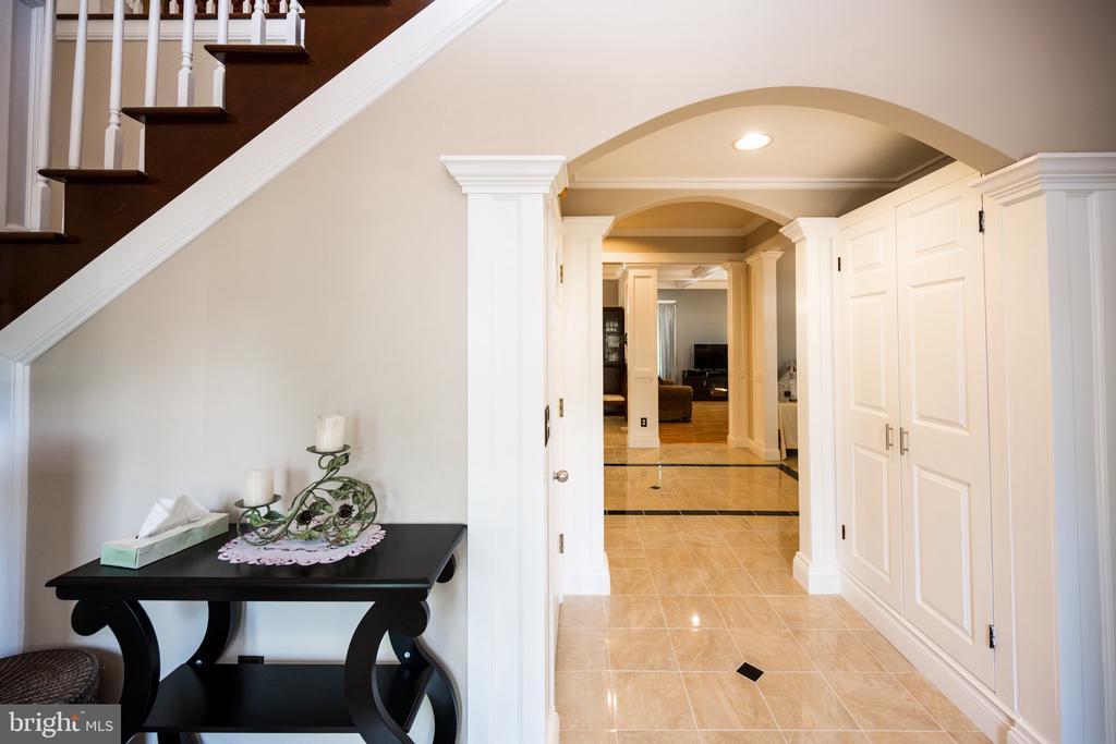 Foyer - 6100 MUNSON HILL RD, FALLS CHURCH
