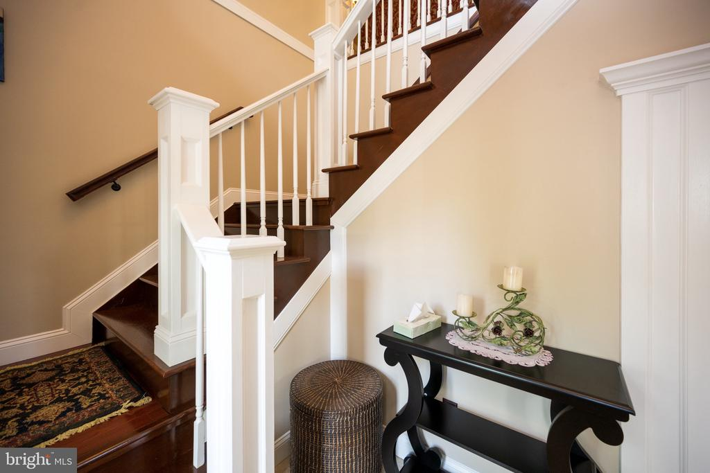 Stairs - 6100 MUNSON HILL RD, FALLS CHURCH