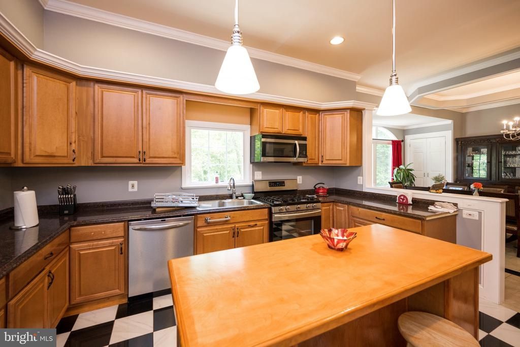 Kitchen - 6100 MUNSON HILL RD, FALLS CHURCH