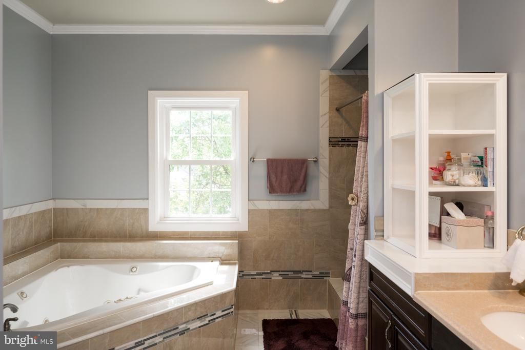 Bathroom - 6100 MUNSON HILL RD, FALLS CHURCH