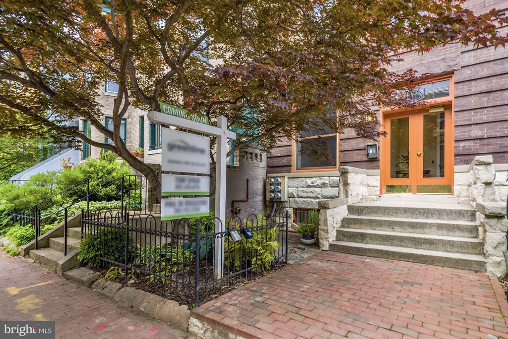 Stately entry from the brick sidewalk - 1731 T ST NW #2, WASHINGTON