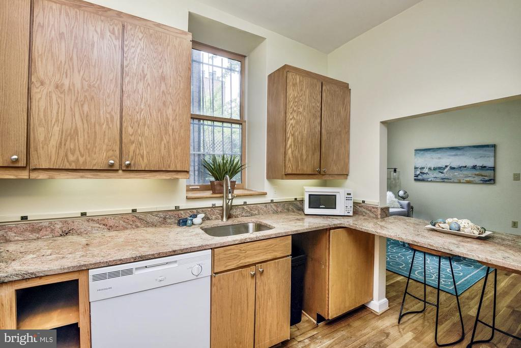 Kitchen with breakfast bar - 1731 T ST NW #2, WASHINGTON