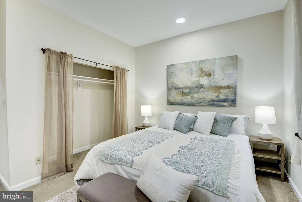 Large bedroom with 2 closets - 1731 T ST NW #2, WASHINGTON
