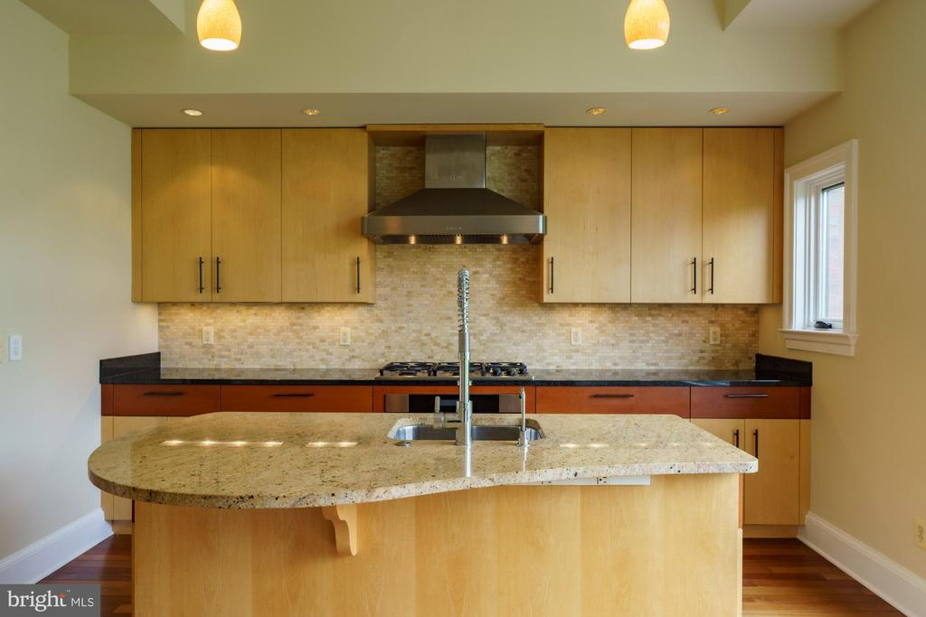 Clean Lines & Sun Drenched - 1324 FAIRMONT ST NW #B, WASHINGTON