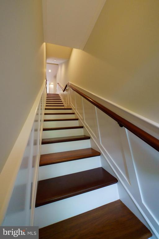 Entry Staircase - 1324 FAIRMONT ST NW #B, WASHINGTON